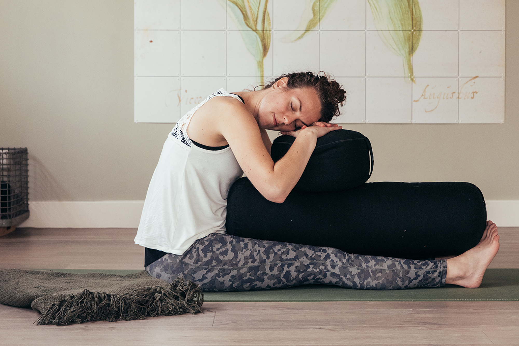 Restorative yoga in het Westland | Yoga school UP to You